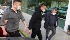 Tıraş olmak için berber önünde bekleyen gencin 18 bin lirasını gasp edenler tutuklandı