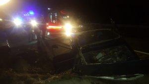 Tosya'da otomobil menfeze çarptı: 3 yaralı