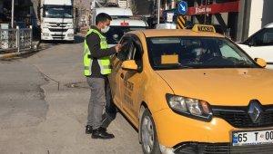 Van'da polisler sokağa çıkma kısıtlamasında işi sıkı tuttu