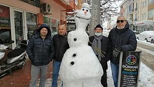 4 saatte yapılan kardan çizgi film karakterini 2 dakikada yıktılar