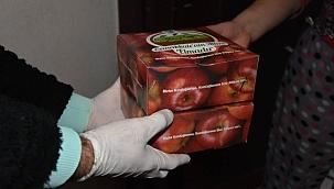 Bayramiç'in elmaları ihtiyaç sahibi kentliler ile buluşuyor