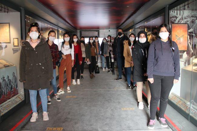 Çanakkale Savaşları Mobil Müzesi'ne Silopi'de yoğun ilgi