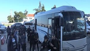 Şafak operasyonu ile yakalanan 15 zehir taciri adliyeye sevk edildi