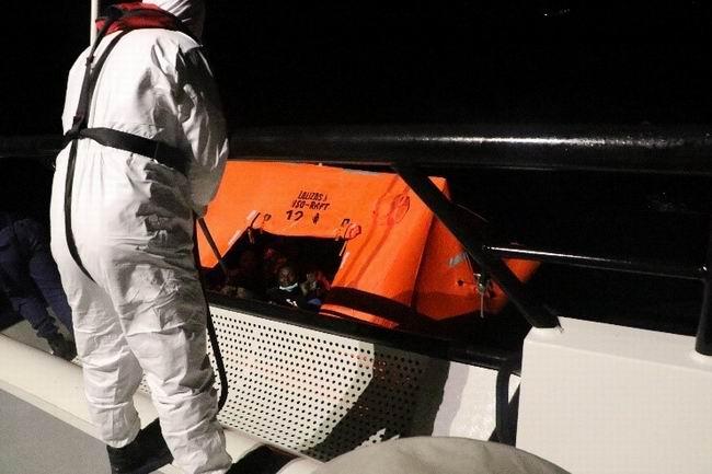 Sahil Güvenlik ekipleri 51 düzensiz göçmeni kurtardı