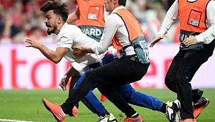 UEFA final maçında sahaya atlayan Youtuber'a hapis cezası