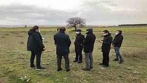 Vali Aktaş, Kumkale Şehitliğinde incelemelerde bulundu