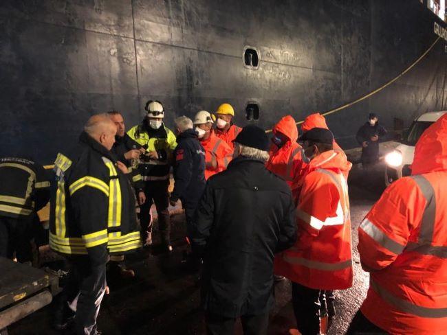 Vali Aktaş, yangın sonrası Ro-Ro gemisinde incelemelerde bulundu