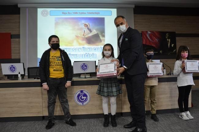 Biga'da kitap okuma yarışması ödül töreni