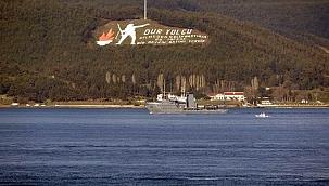Boğaz'dan peş peşe savaş gemileri geçti