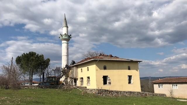 Çan'a bağlı Küçüktepe köyündeki camiinin yıkımına başlandı
