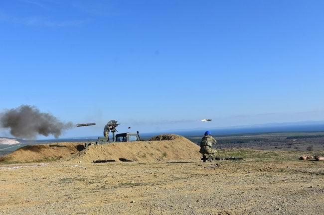 Çanakkale'de tanksavarlar ile atış talimi