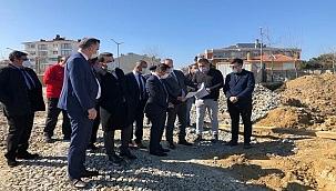 Vali Aktaş Gelibolu Spor Kompleksi inşaatında incelemelerde bulundu