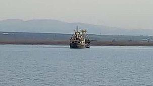 69 metre boyundaki kargo gemisi karaya oturdu