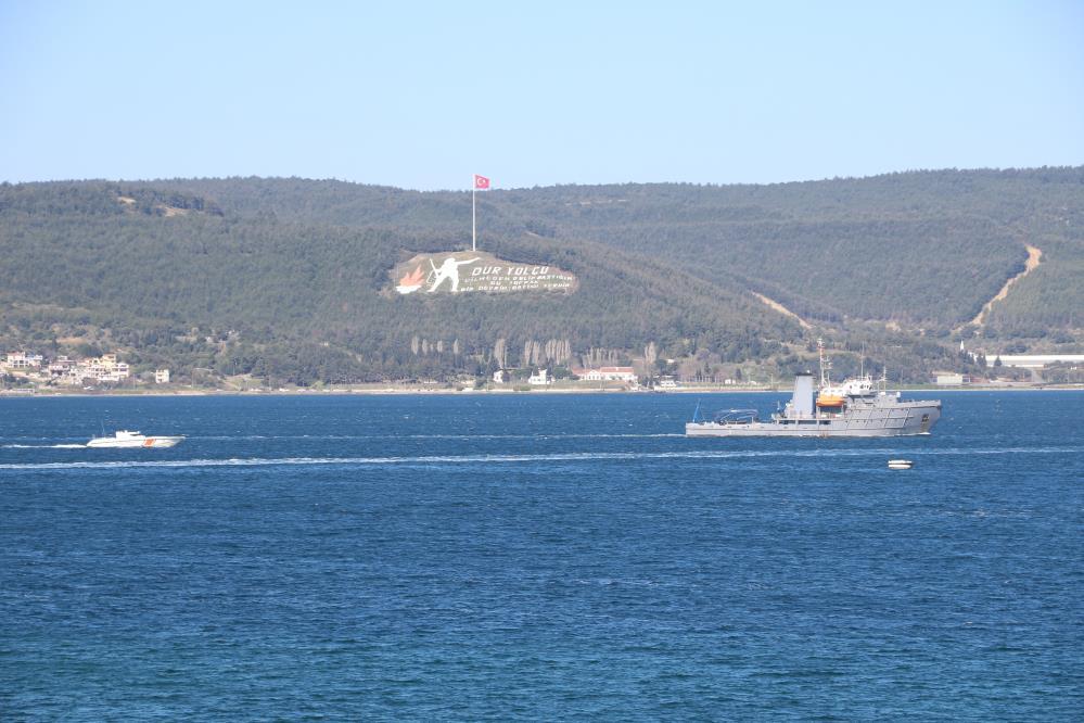 Romanya mayın arama gemisi Çanakkale Boğazı'ndan geçti