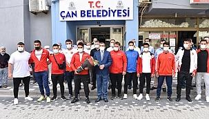 Çan Belediyesi pehlivanları davul zurna ile karşılandı