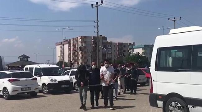 98 düzensiz göçmen ile 10 göçmen kaçakçısı yakalandı