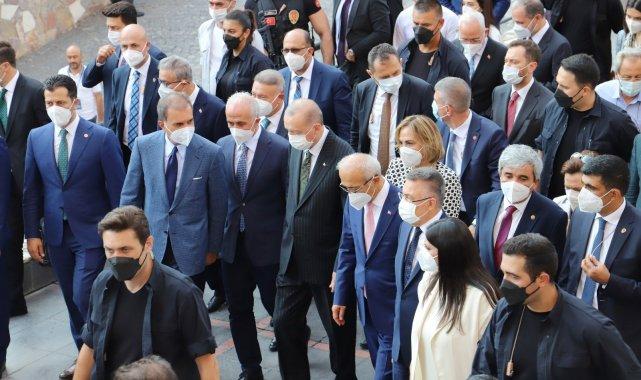 Cumhurbaşkanı Erdoğan, Akdeniz Belediyesini ziyaret etti