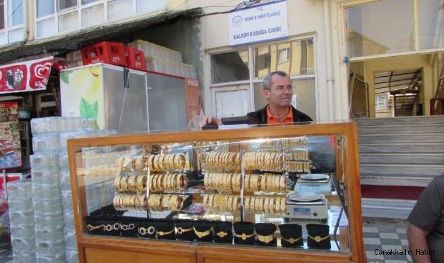 Simit satar gibi bilezik satıyor